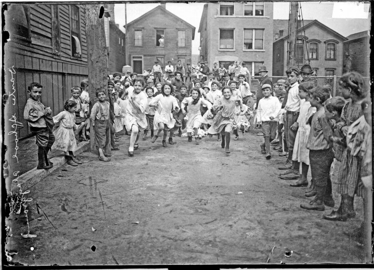 03-1910 Children playing, Dante School Playground. Credit-Chicago History Museum_sml.preview