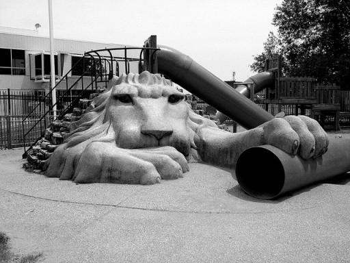scivolo leone