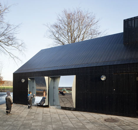 dezeen_Mirror-House-by-MLRP-9