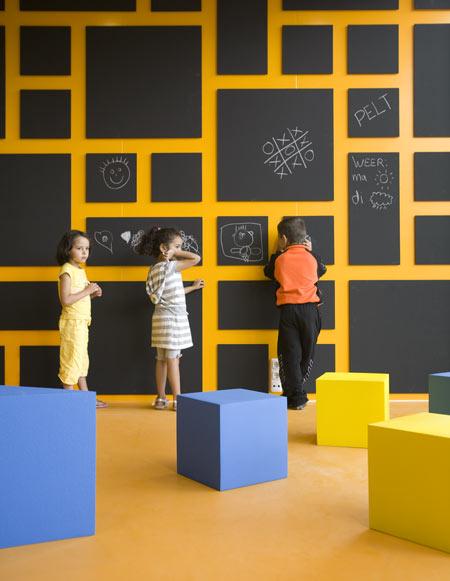 dzn_Anansi-Playground-Building-by-Mulders-vandenBerk-Architecten-11
