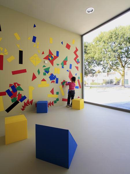 dzn_Anansi-Playground-Building-by-Mulders-vandenBerk-Architecten-13