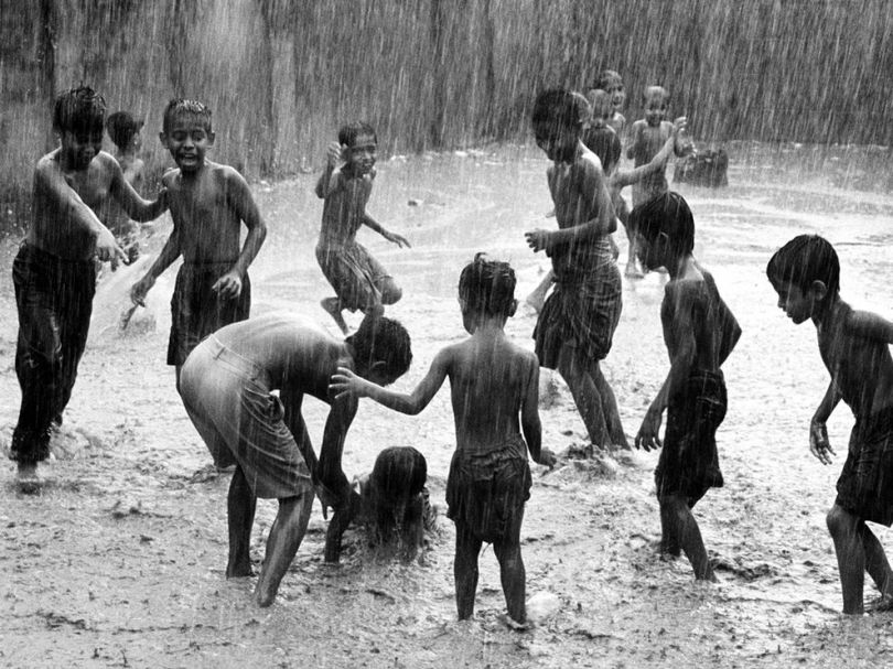 children-play-rain-india_bangladesh18731_990x742