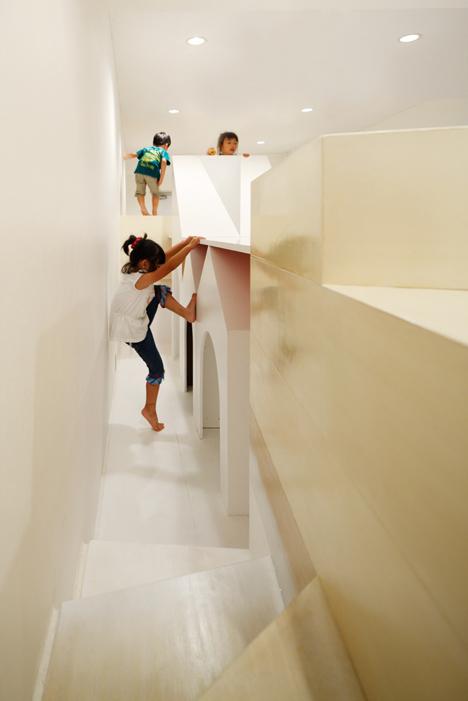 dezeen_Pixy-Hall-by-Moriyuki-Ochiai-Architects-_