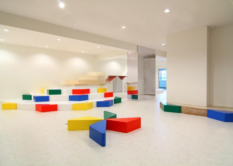 dezeen_Pixy-Hall-by-Moriyuki-Ochiai-Architects_ss_2